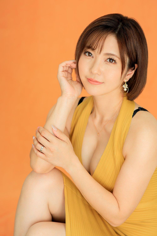 【AV女優】峰田ななみ・ガーターストッキング履いて人生初の人生ゲームを嗜む会