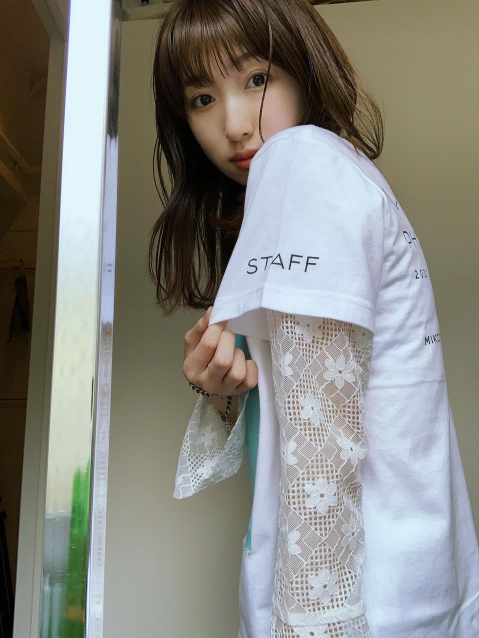 【限定100枚】日比美思「MIKOTO PHOTOEXHIBITION」Tシャツ販売決定!